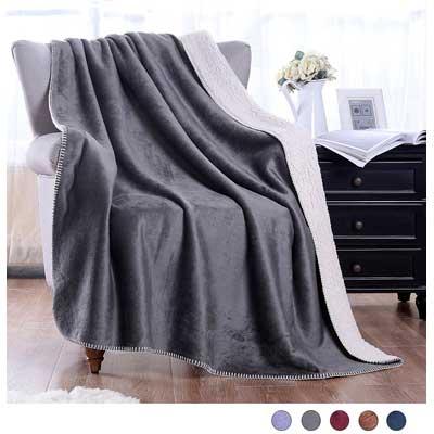 Exclusivo Mezcla Luxury Reversible Fuzzy Sherpa Throw Blanket